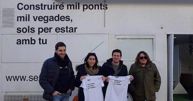 El regidor de Normalització Lingüística dóna la benvinguda al Bus de la Llengua en la plaça Hort dels Corders